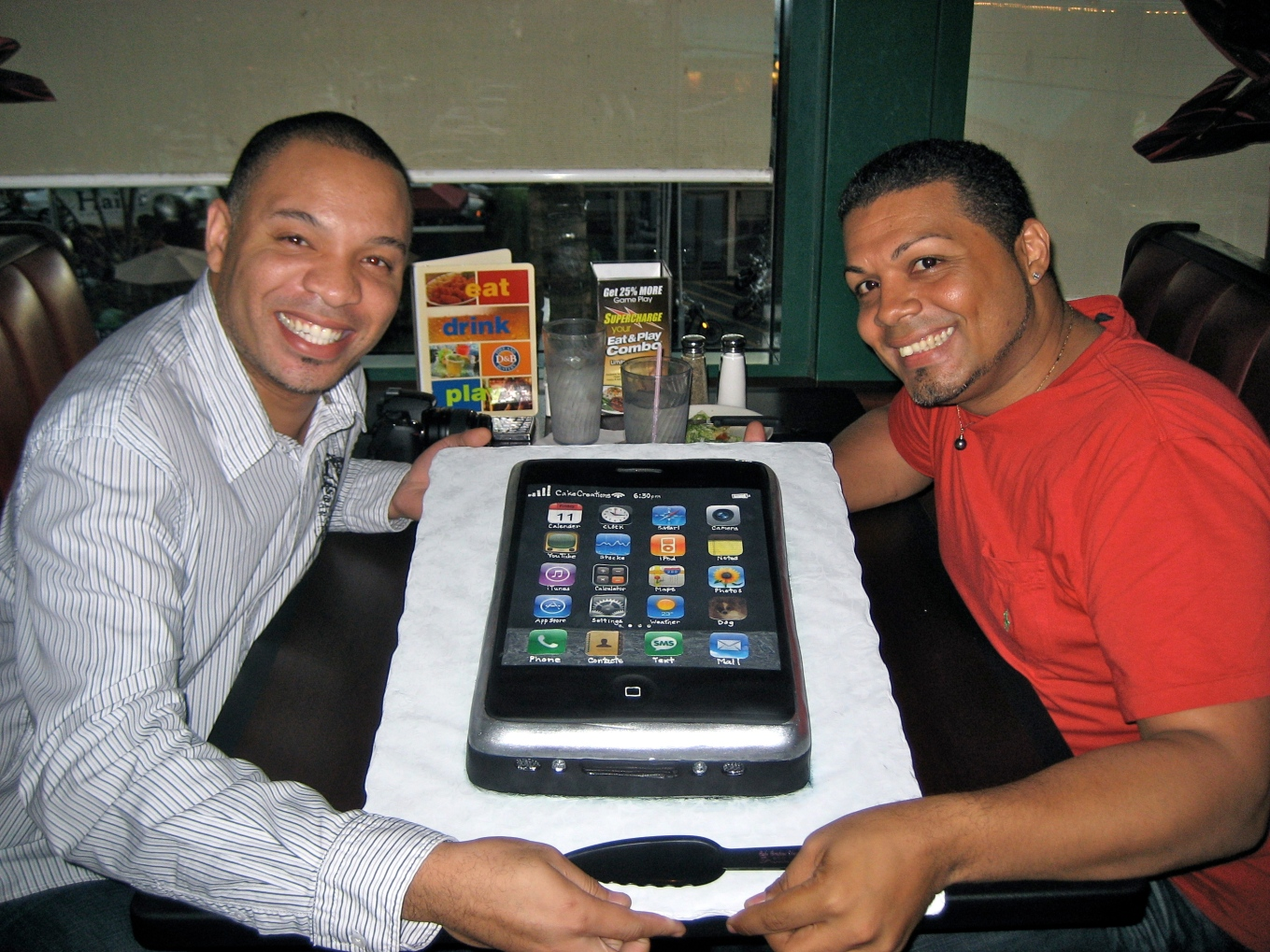 iPhone Cake-Giovanni & Charles